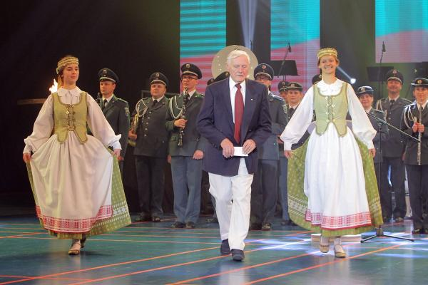 VALDAS ADAMKUS AT  10TH WORLD LITHUANIAN SORTS GAMES