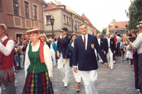 VALDAS ADAMKUS AS HEAD OF US DELEGATION 1991